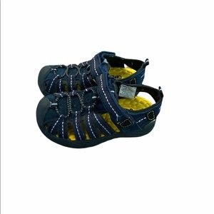 Toddler Boys Close Toe Sandals/Water Shoes size 7